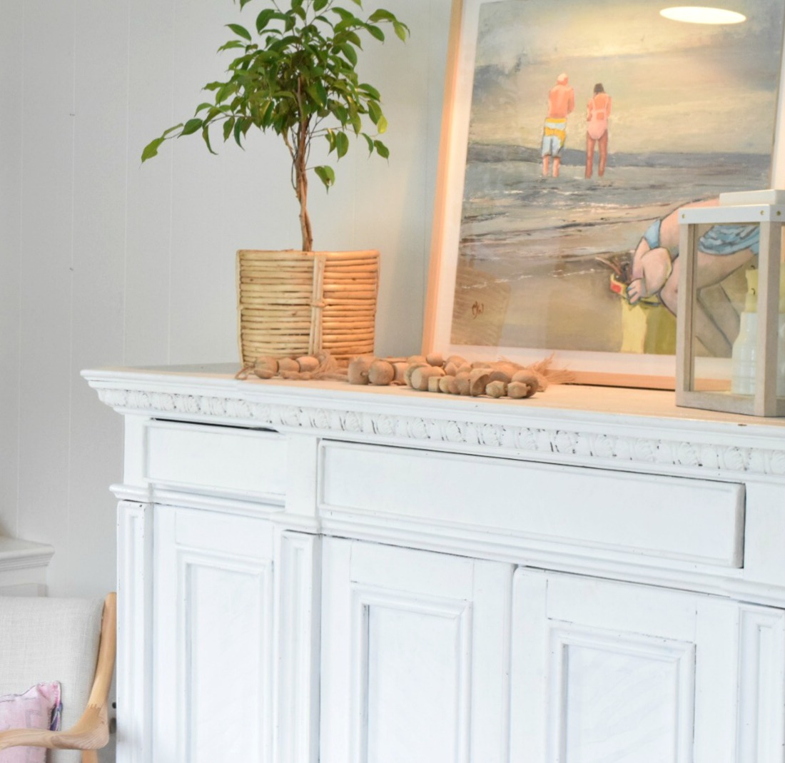 One Way You Are Making Your Home Look Cheap- Selective Artwork Can ...