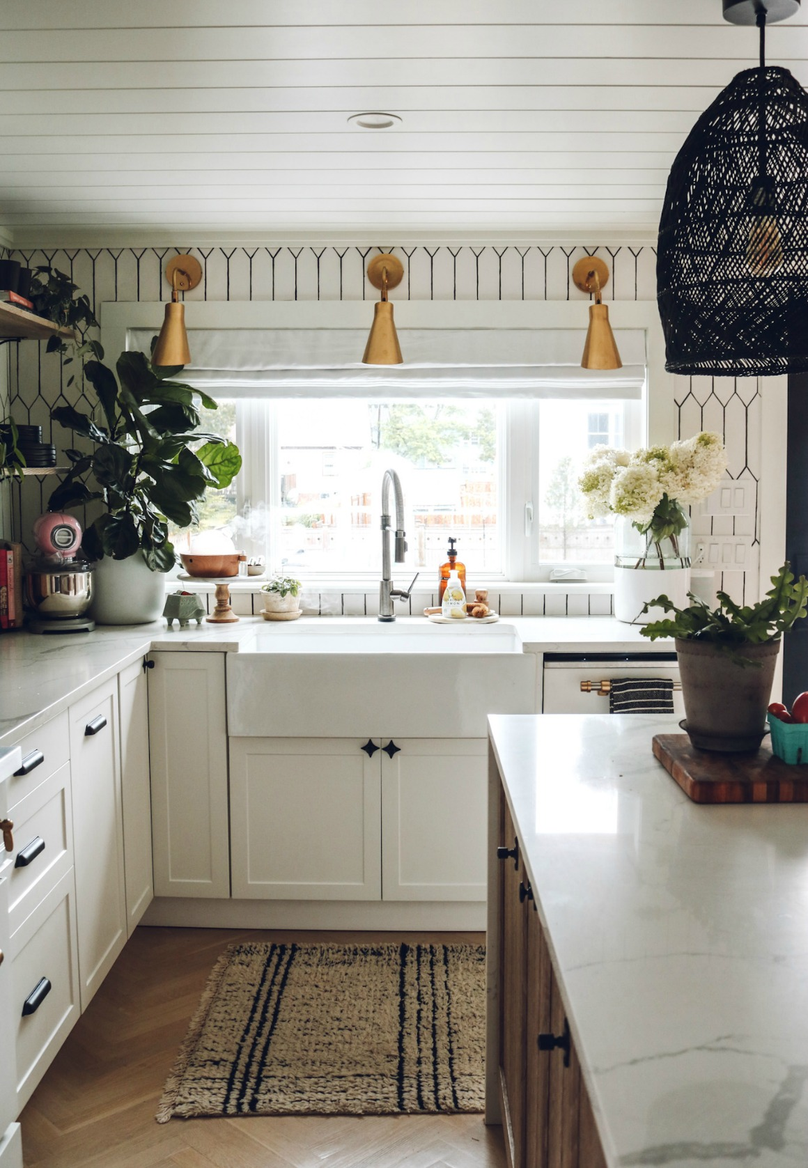 kitchen counters- kitchen decor- kitchen island decor- Kitchen favorites-2