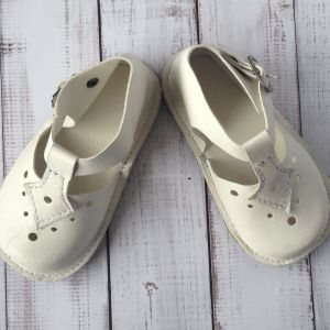 Huggabies | Handmade leather baby and toddler shoes | www.nestlingcollective.com