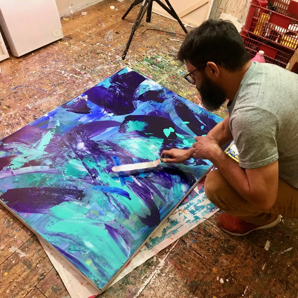 Artist Nestor Toro using a palette knife for broad BOLD strokes to the canvas