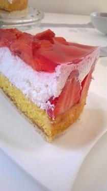 torta od jogurta i jagoda (2)