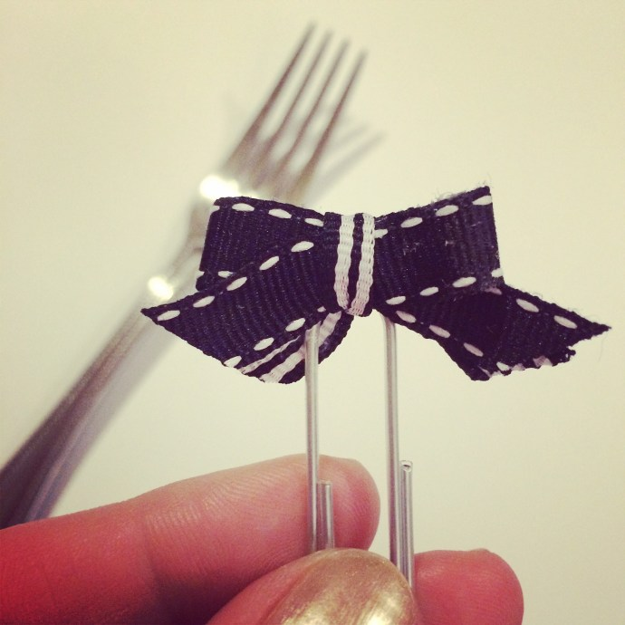 DIY: how to make teeny tiny bows using a fork