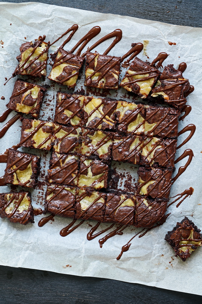 Super Fudgy Chocolate Brownie With Lemon Curd