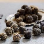 4- ingredient vegan chocolate balls