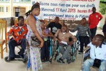 Manifestation des handicapés devant la présidence ivoirienne pour réclamer leur intégration à la Fonction publique