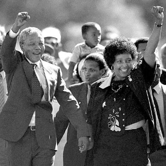Nelson Mandela à sa sortie de prison, le 11 février 1990.