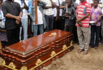 Insolite : Le corps enterré n'était pas le bon !