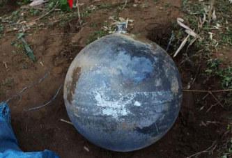 De grosses boules de métal tombées du ciel au Vietnam