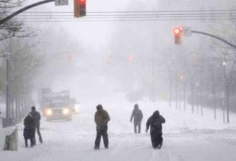 Washington reste bloquée après une tempête de neige historique
