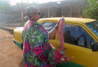 Une française chauffeur de taxi à Bamako