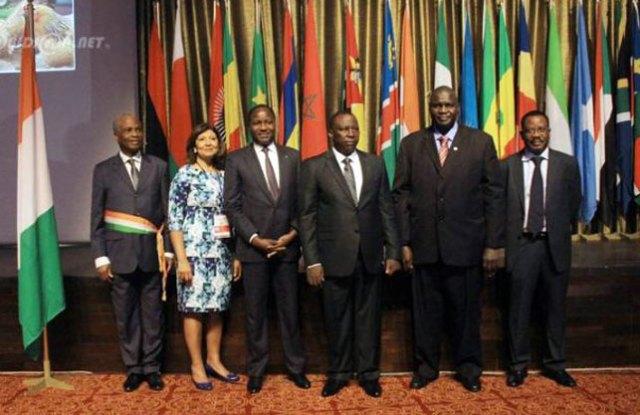 Des dirigeants de la FAO et des représentants du gouvernement ivoirien à l'issue de l'ouverture de la réunion des hauts fonctionnaires.