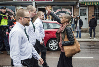 En Suède, une femme noire fait barrage à 300 nazis !