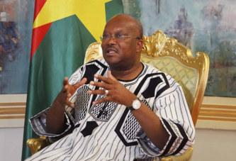 BURKINA FASO : Les fonctionnaires interdits de recevoir les cadeaux de 35.000 F CFA (53 euros)