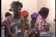 Kenya : Plusieurs femmes mariées surprises avec des jeunes garçons dans un hôtel de passe