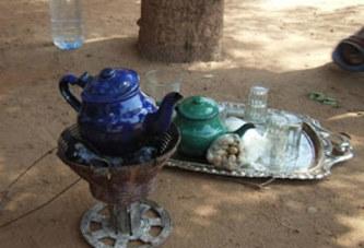Bobo Dioulasso:les «buveurs de thé» en quête inlassable d'emplois