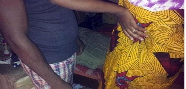 un p re surprend sa femme et son fils en flagrant d lit dans le lit netafrique. Black Bedroom Furniture Sets. Home Design Ideas