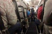 Assis à côté d'un cadavre dans l'avion pendant près de 3 heures