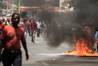La police Sud-Africaine tire sur des opposants devant la présidence