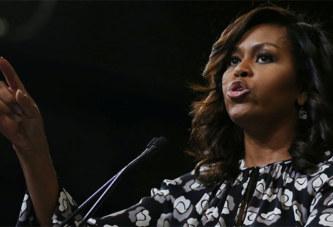 Indignation après un tweet raciste traitant Michelle Obama de «guenon en talons»