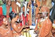 Un couple se marie chez des féticheurs