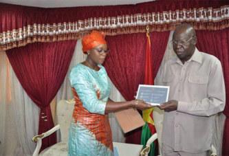 Burkina Faso: Face à la polémique, l'Assemblée nationale décide de restituer les tablettes au Gouvernement