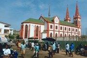 Togo/ La cathédrale de Lomé partie en fumée