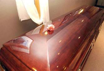 Pour 2 cercueils achetés, vous avez un cercueil gratuit… Une promo qui a coûté une bastonnade au vendeur