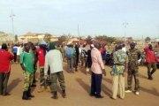 Armée: des militaires retraités crient leur colère devant le ministère de la Défense