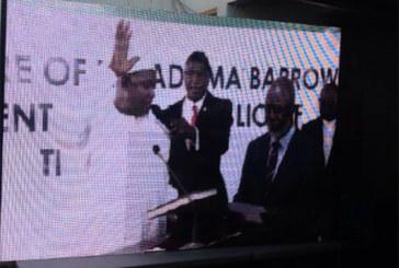 Adama Barrow, le nouveau président de Gambie, a prêté serment au Sénégal