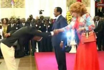 Cameroun : les Lions indomptables osent le #BidoungChallenge devant Paul et Chantal Biya