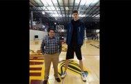 A seulement 16 ans, il mesure 2m34 et veut devenir joueur NBA: PHOTOS