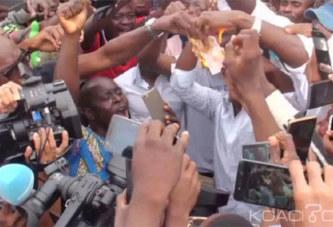 Bénin: En soutien à Kemi Seba, des billets de banque brûlés à Cotonou