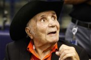 Le boxeur de légende Jake LaMotta est mort à l'âge de 95 ans