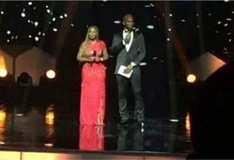 Awards de la CAF à Accra:  Didier Drogba, MC du jour se fait voler son téléphone portable  en pleine salle de conférence par des pickpockets.
