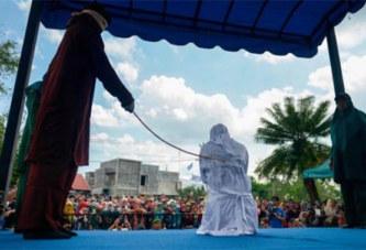 Indonésie : Des couples et des « prostituées » fouettés publiquement (photos)