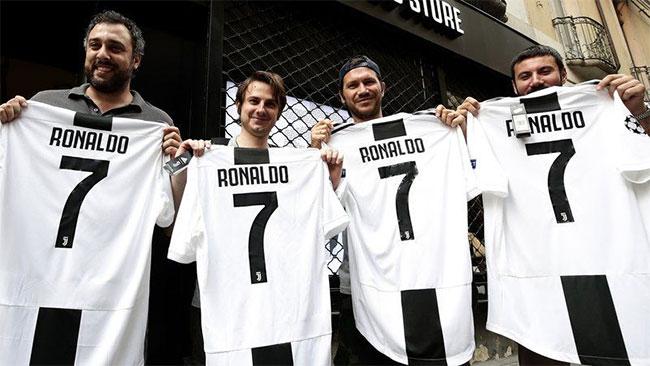Juventus Turin Le Numero 7 De Ronaldo S Arrache Comme Des