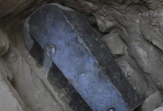 Un mystérieux sarcophage noir, vieux de plus de 2000 ans, retrouvé à Alexandrie