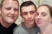 Il fait ce selfie avec ses deux «amis» avant que ces derniers ne l'enterrent vivant