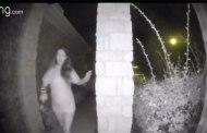 USA: La mystérieuse femme qui sonne aux portes en pleine nuit