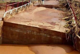 Hauts-Bassins: Le pont reliant Banakeledaga à Desso construit il y a seulement 4 mois emporté par les eaux