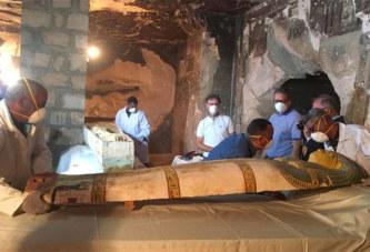 L'Egypte dévoile un tombeau et des sarcophages à Louxor