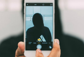 Accusé de meurtre, un jeune homme échappe de justesse à une peine de prison grâce à un selfie.