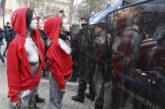 Gilets Jaunes : des femmes seins nus face aux forces de l'ordre