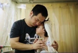 Chine : Un père « épouse » sa fille malade de 4 ans pour réaliser son dernier souhait (photos)