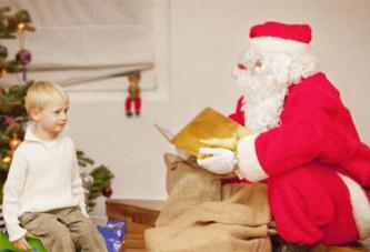 Le père Noël meurt d'un arrêt cardiaque devant les enfants (Video)