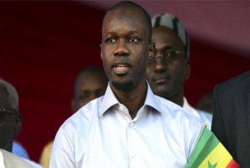 Sénégal : Qui est Ousmane Sonko, le plus jeune candidat à la présidentielle?