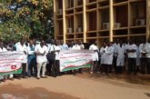 Ouagadougou : sit-in du Syndicat des Médecins du Burkina devant le ministère de la Fonction publique