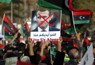 Assaut de Tripoli : Les Libyens piétinent des portraits d'Emmanuel Macron