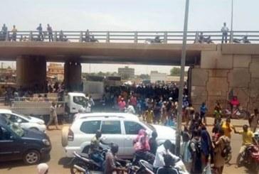 Burkina Faso: Des élèves envahissent l'échangeur de l'Est, à Ouagadougou pour protester