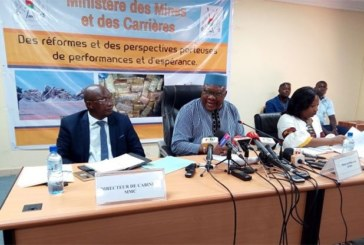 Burkina: «Les terroristes exploitaient l'or à Est» du pays (ministre des Mines)